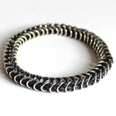 Håndlavet armbånd i sølv og O-ringe